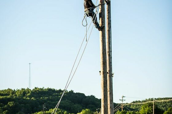 Climbing for lost Linemen